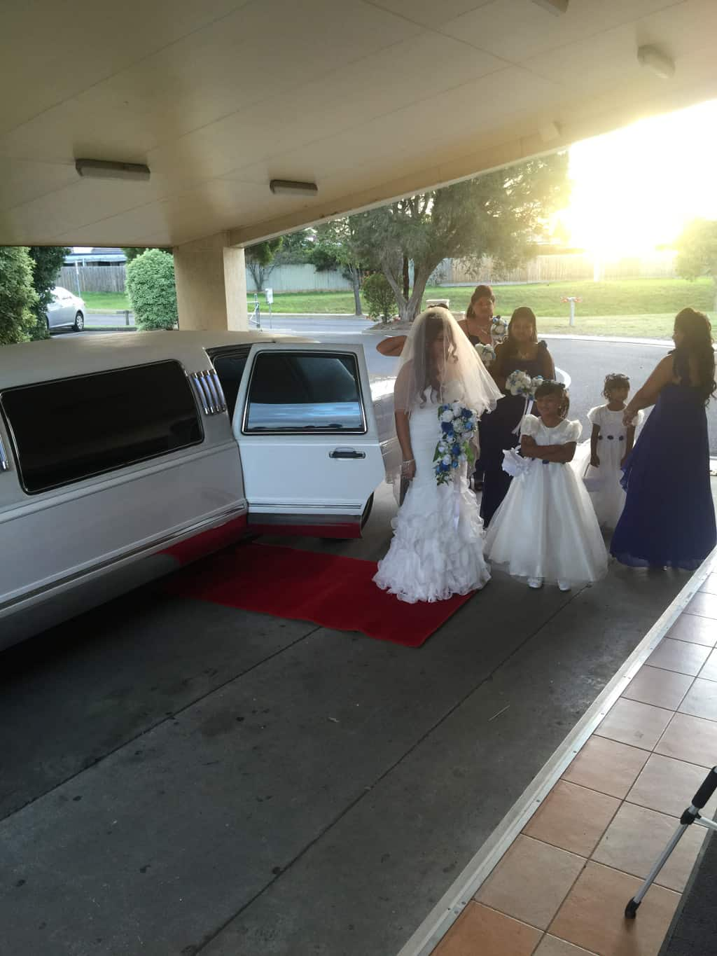 white stretch lincoln wedding car hire Melbourne
