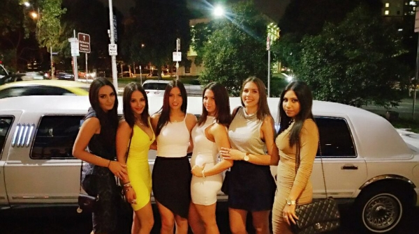 hens night out limo hire melbourne